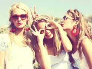 Три подруги — анекдоты про девушек | Aneknews.ru